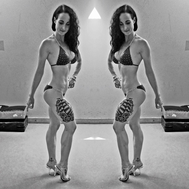 Bikini Competitor Lisanne Vos (www.getfoxfit.com)