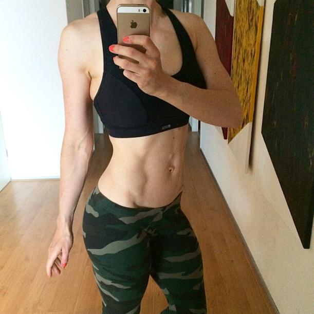 """Are we ever satisfied?"" #bikinicompetitor #contestprep #bikinicompetitionprep #5weeksout - Lisanne Vos (getfoxfit)"