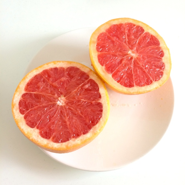 5 reasons to drink grapefruit (www.getfoxfit.com)