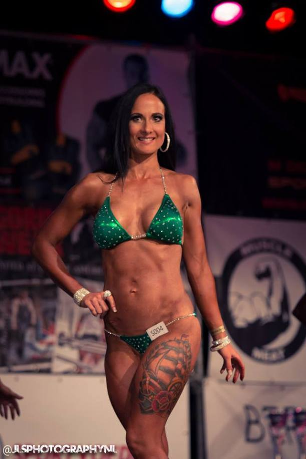 Lisanne Vos (Fox Gym, Rotterdam - foxgymfam) Flexcup 2015 [www.fox-gym.com]
